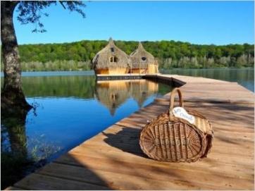 Dormir en medio de un lago