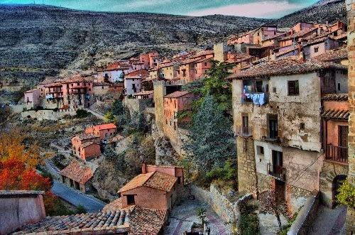 Guías y hosteleros buscan mejorar el sector turístico de Albarracín